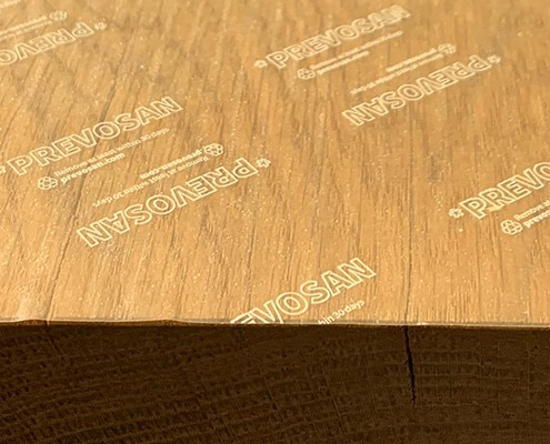 Keim-Schutz-Folie auf Holztisch